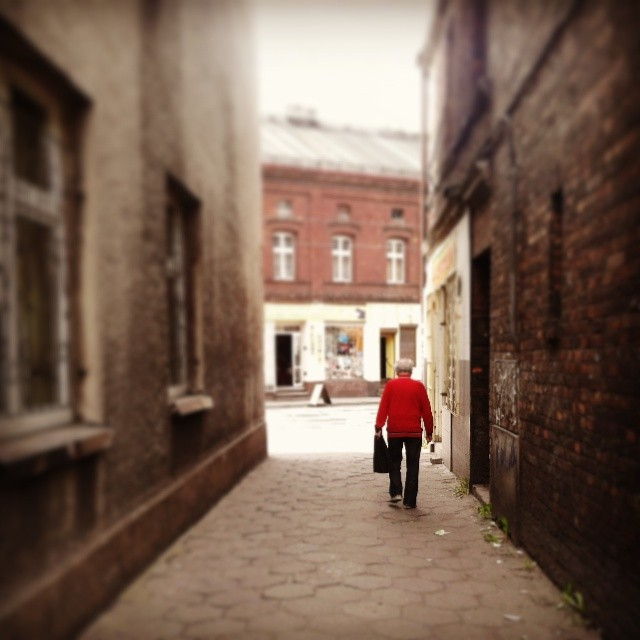 Man in red sweater #szopienice #katowice #poland #rosdzin #rozdzien #kattowitz #red #man #instagram #sweater #street