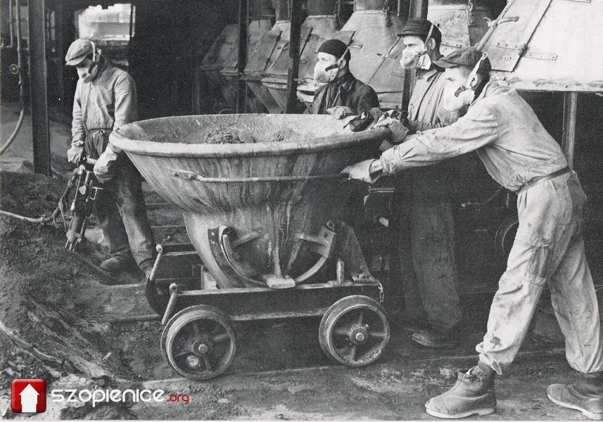 Praca w hucie w latach 80 XX wieku.